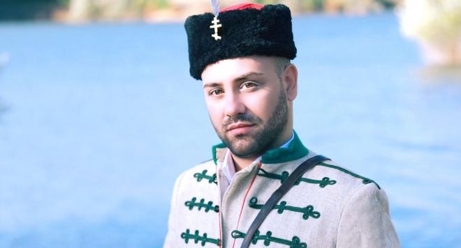 Валентин Велчев в униформата на Левски за новия си клип (ВИДЕО)