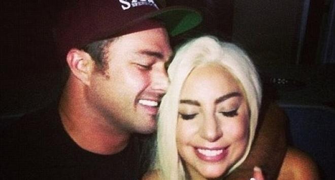 Лейди Гага и Тейлър Кини са се сгодиха
