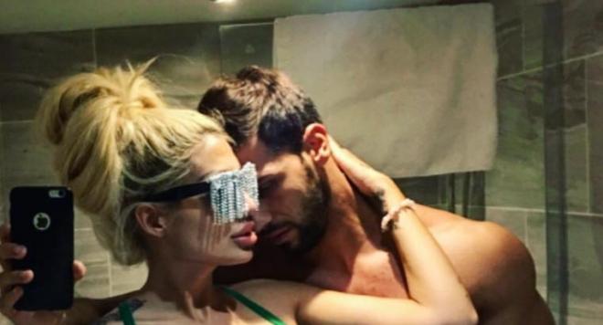 """Джулиана Гани разгореши феновете си с тази снимка! Красавицата в битка за """"Секссимвол на годината"""""""