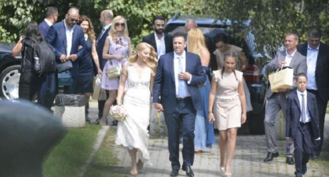 Емилия в обяснителен режим сватбата: Нямаше веселби и парти, а само подпис!