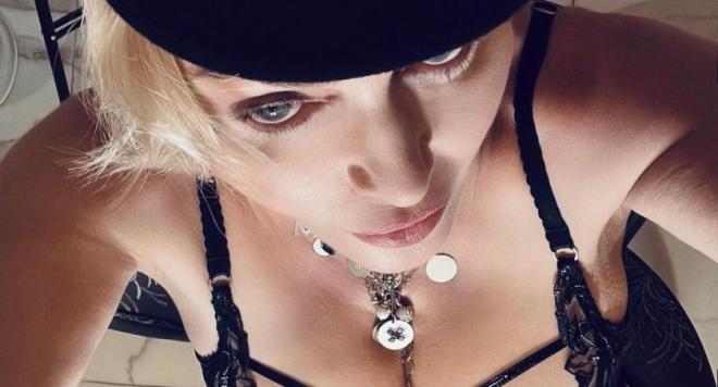 62 годишната Мадона втрещи феновете си със селфита 18+