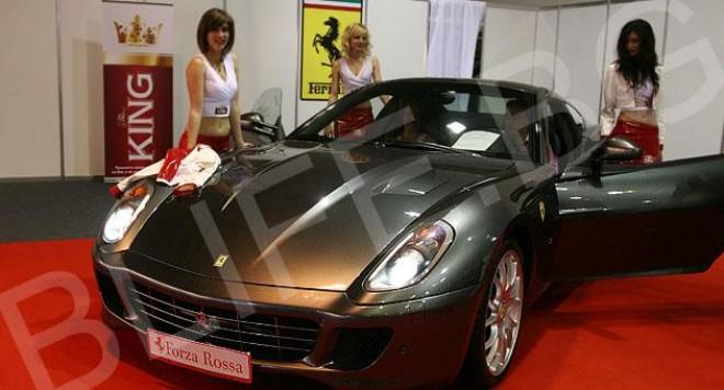 Top Gear 2010 стартира с лъскави коли и красиви жени