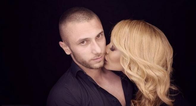 Ася Капчикова дразни Криско с новия си, пуска му голи СНИМКИ