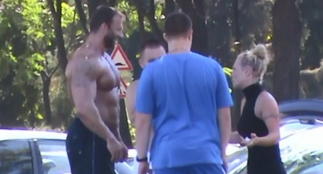 Краси Манекена разтопи дамите на плажа в Бургас /снимки/