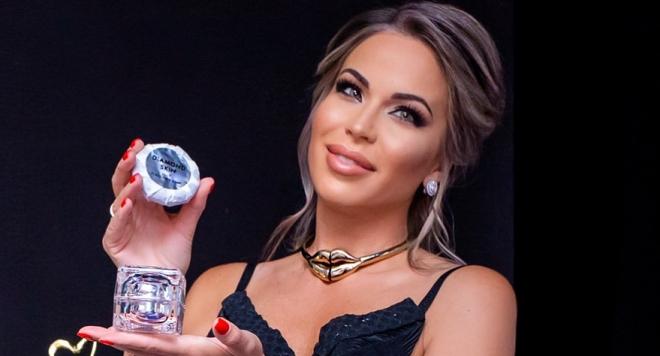 Мисис България д-р Галина Долапчиева с отличие за козметичната си серия GaliDoll (Снимки)