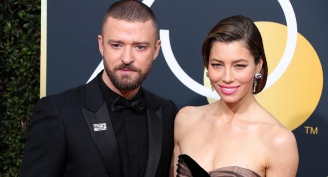 Тя и 39-годишната Джъстин също имат 5-годишен син Силас. Майката
