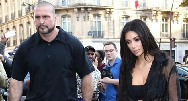 Ким Кардашиян в паник стая за 100 000 долара