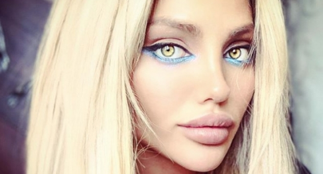 Уау! Вижте какво направи Есмер, за да прилична на Анджелина Джоли (ФОТО)