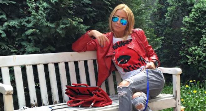 Венета Харизанова се пусна без горнище (Снимка)