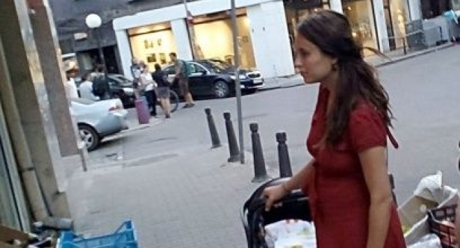 Деян заряза Радина, актрисата тръгна сама на разходки с бебето