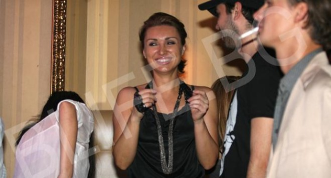 Галя от Каризма се връща в България