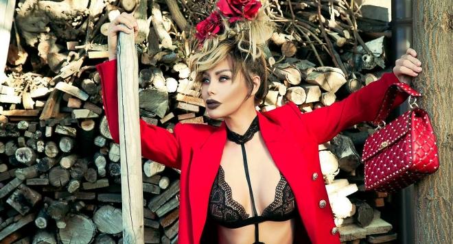 Светлана Василева със секси фотосесия от дома на Християн Гущеров (Горещи снимки)