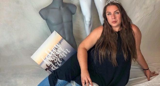 """Продавачка на еротично бельо с размер XXL е участничка  в риалити формата """"Мис Плюс Сайз"""" (Снимки)"""