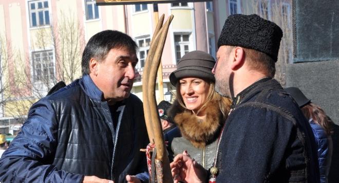 Нейни съграждани от Добрич изпратиха папарашка снимка на блондинката направена