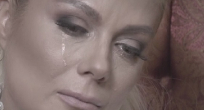 ЦИРКОВЕТЕ ЗАПОЧНАХА! Венета Райкова рони крокодилски сълзи за рейтинг в ефир (Форумци я попиляха)