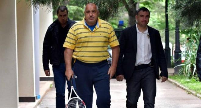 СМЯХ! Борисов - тенисист номер 1 на България! Турнир в дебелариума (СНИМКИ+ВИДЕО)