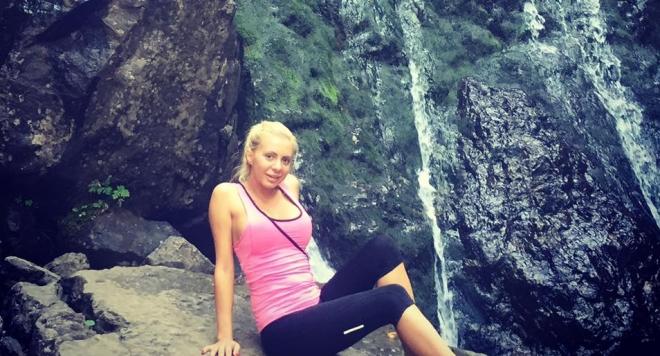 Габриела Попова разходи силикона си до Боянския водопад