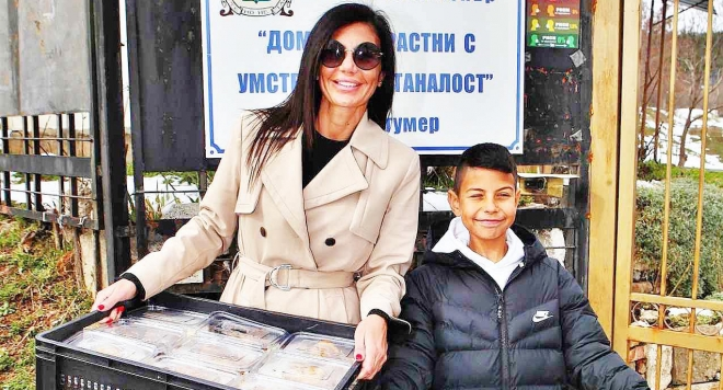 Мисис България Роксана Кирилова отвори сърцето си за доброто на Благовещение (Снимки)