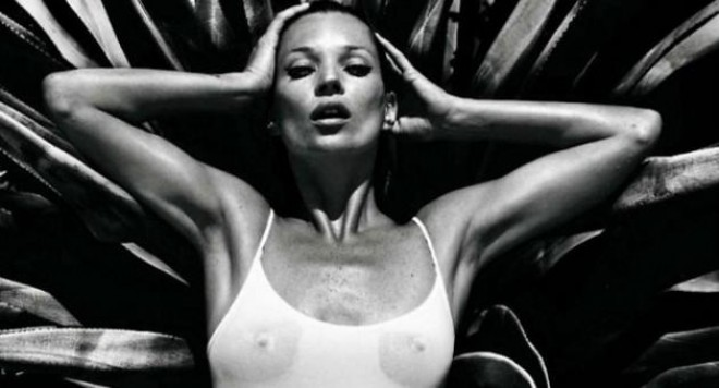 Кейт Мос гола за VOGUE