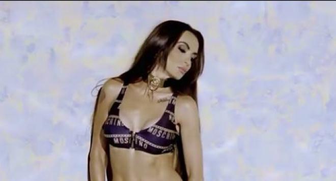 Фолк певицата Лияна показва уникално тяло в бански за 500 лева