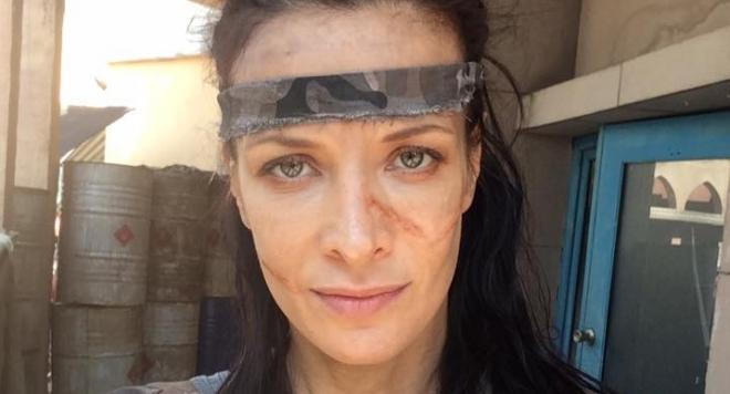 Яна Маринова в кървав екшън с озверели прасета (Снимки)
