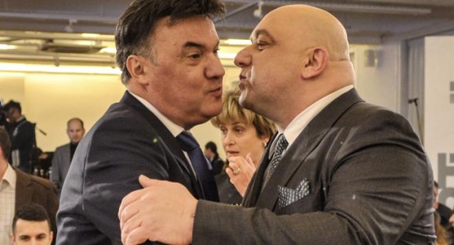 Вижте как мъжката целувка на