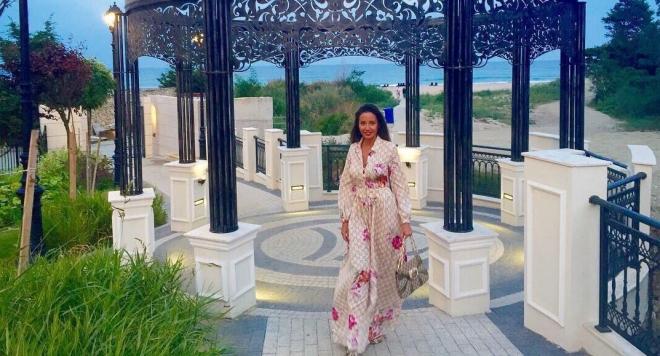"""Хубавицата отседна в новооткрития луксозен хотелски комплекс """"Марина Сандс Бижу"""