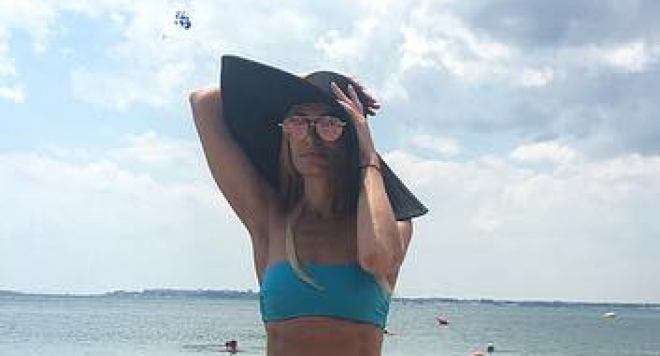Ива Екимова събрира погледи на плажа с  тяло трепач (Гореша снимка)