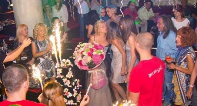 Кремена Халваджиян пръсна 20 бона за рожден ден като сватба