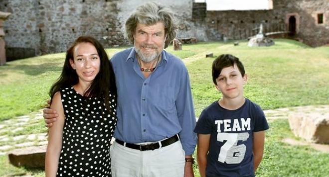 Почернената вдовица прелетя до Италия, за да почерпи енергия от