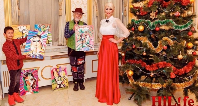 """Синът на """"Мисис България"""" Роксана Кирилова и учителят му Иван Яхнаджиев рисуват благотворително"""
