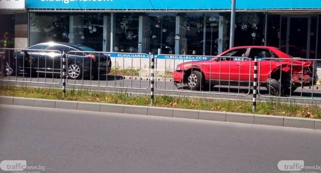 Снимка: Д-р Енчев в тройно меле на пътя в Пловдив