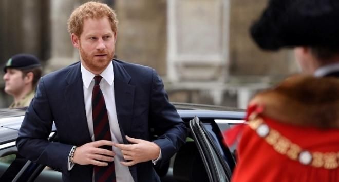 Папараци изловиха принц Хари по ...  и маратонки в Лондон (СНИМКА)