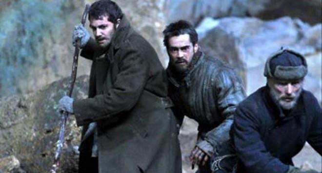 Колин Феръл и Ед Харис бягат от България