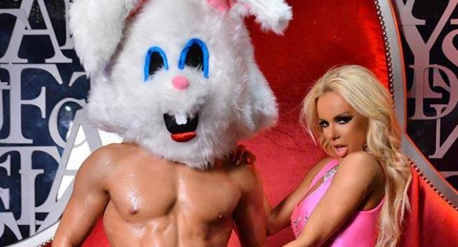 Анн-Джи и секси голи сцени в нов хардкор клип /18+/