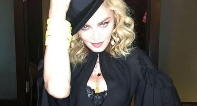 УАУ! 58-годишната Мадона остана по жартиери (Горещи снимки)
