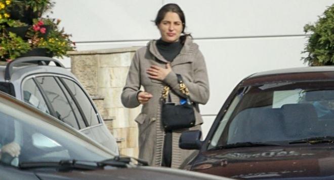 Ето я бременната Таня Илиева! Вместо в кола за милиони, Руши вози снахата на Лора Видинлиева в очукано