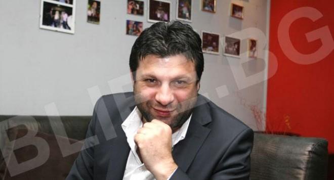 Тони Стораро е певецът на  BLife за 2010-а