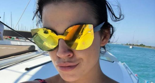 Деси Цонева се фука с тузарска ваканция