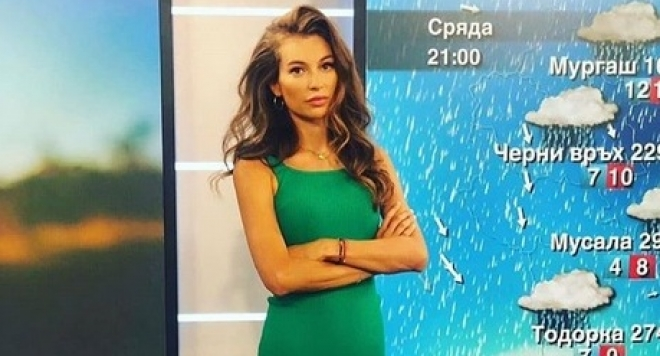 Никол Станкулова, вечно усмихната и чаровна показа и другото си