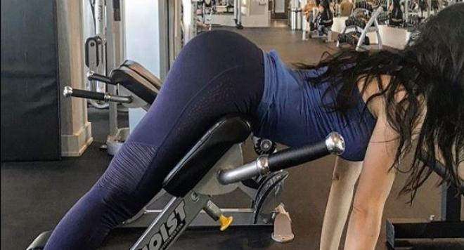 Райна показа яка дупара от фитнеса