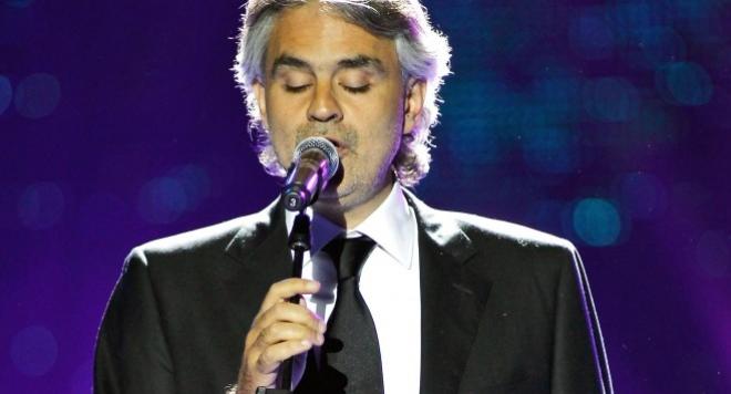 Бочели ще пее на сватбата на Клуни