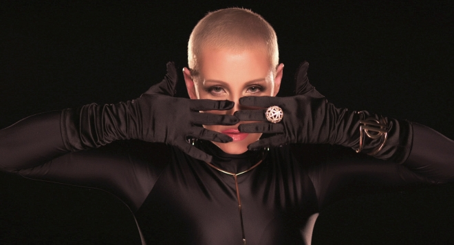 Джина Стоева си обръсна главата