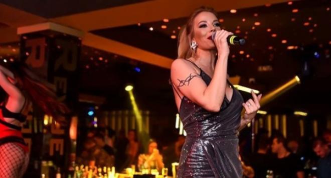 Емилия се завръща на сцената и в София
