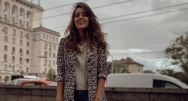 "Младото момиче ходи на лекции в Софийски Университет ""Св. Климент"