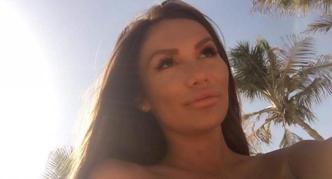 Моника Валериева с порно снимки от евтин хотел в Дубай (18+)
