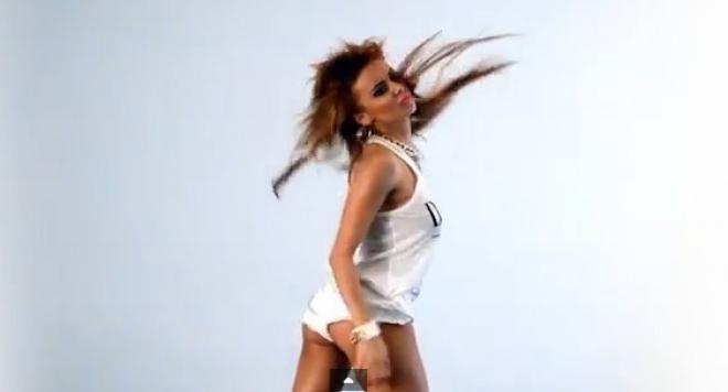 Aнн-Джи удари дъното, танцува на пилон за 50 лева
