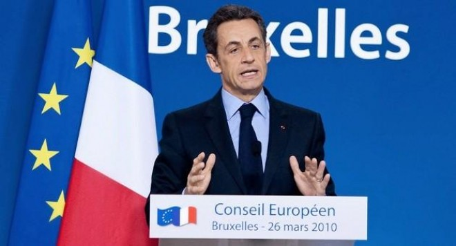 Саркози-баща бие сина си по кръшкане