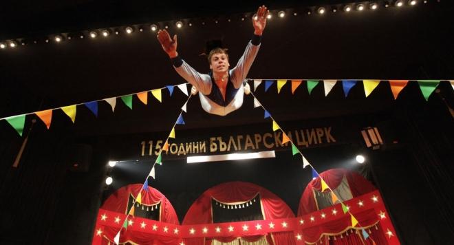 Триметров алигатор в юбилеен спектакъл на цирка