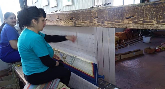 Снимка: Курсове по тъкачество пазят жива хилядолетната традиция на ръчното килимарство
